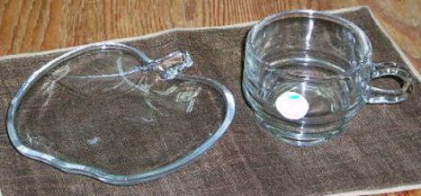 RG13040905.昭和レトロ 曽我ガラス ガラス製りんごティーセット(カップ&ソーサー)【ガラス食器】