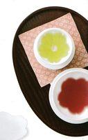 飲み物を注ぐ と桜の花びらが浮かび上がる湯のみと小皿20%引きからの激安 包装無料