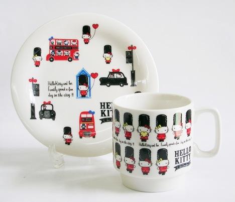 ハローキティ ロンドン ロンドンに行ったキティちゃん!重ね置きが出来るスタッキングマグカップとケーキ皿。プレゼントにもお勧めです。包装無料
