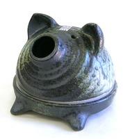 昔懐かしい変わらぬ豚の蚊遣り器